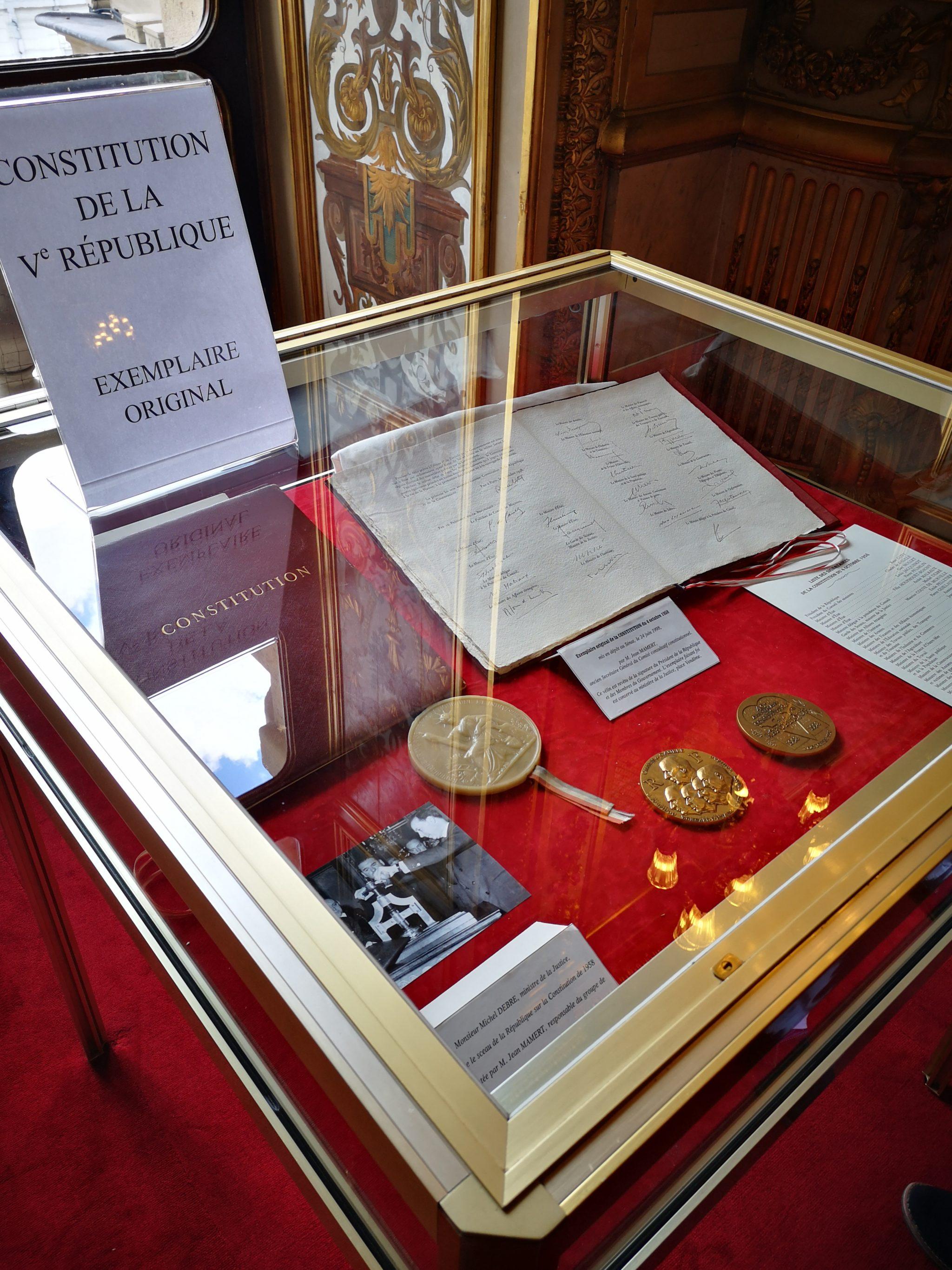 Exemplaire original de la Constitution de la Vème République (1958)